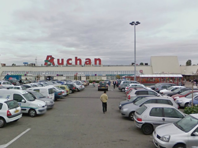 Auchan st priest dans le top 10 des hypermarch s de france for Garage auto saint priest