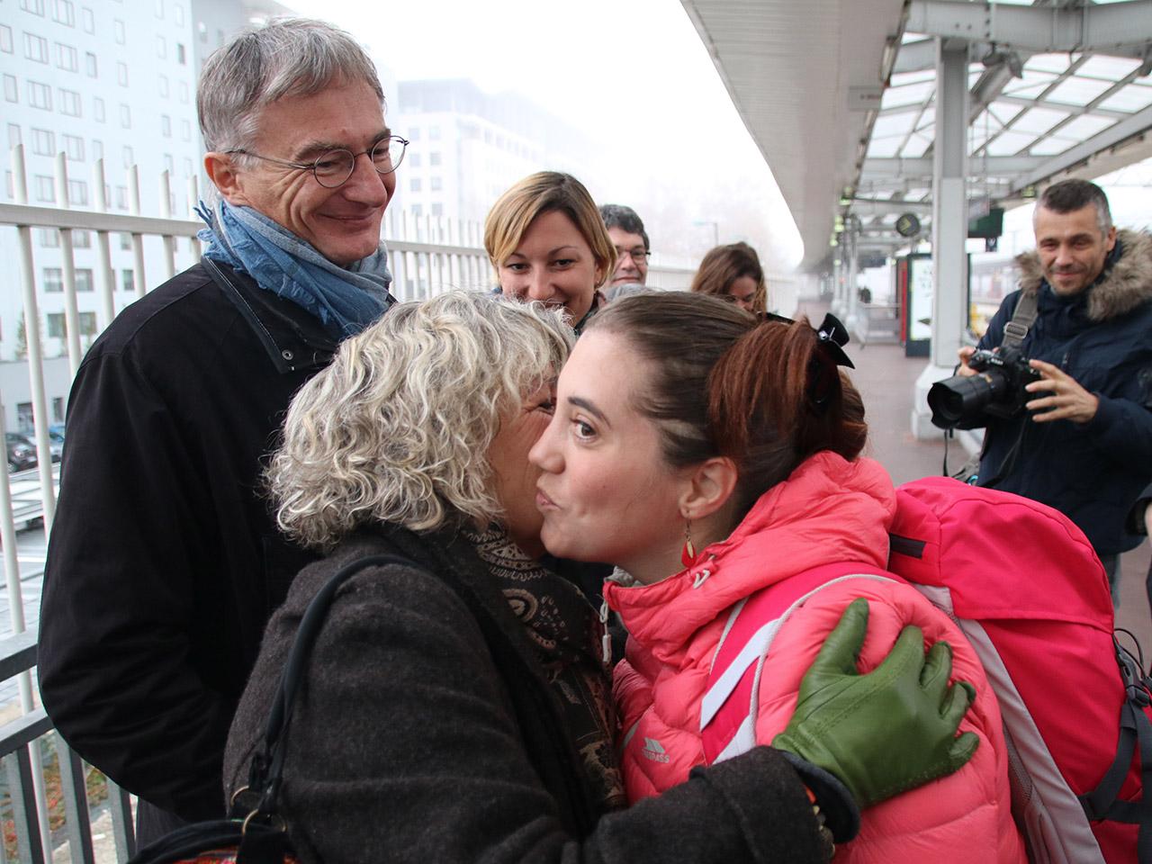 Retrouvailles chaleureuses entre Aurore et tous ses proches - LyonMag
