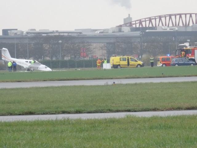 L'avion en difficulté a fini par se poser à l'aérodrome de Bron (MàJ)