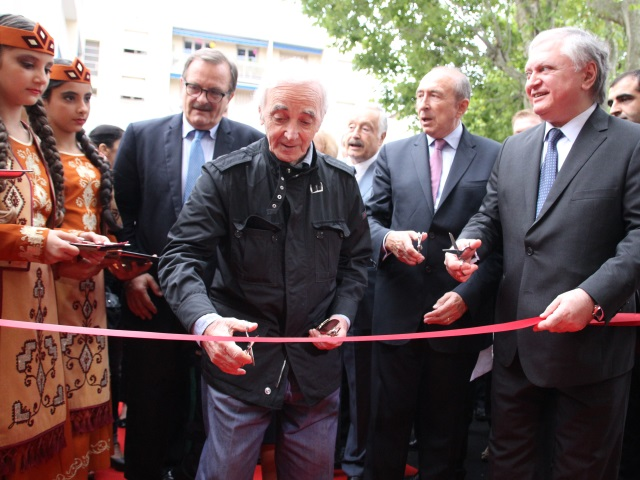 Charles Aznavour, une superstar à l'inauguration du consulat d'Arménie à Lyon