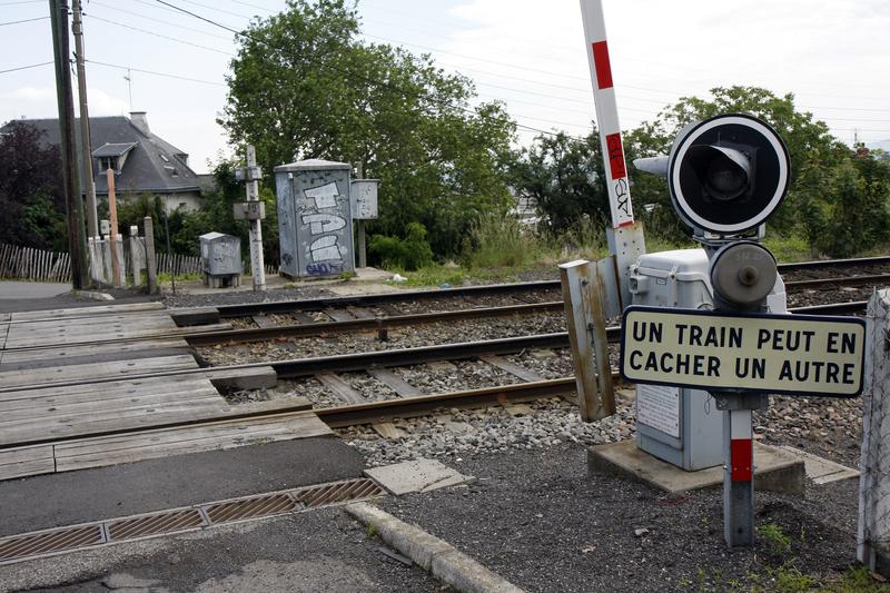 Près de Lyon : un piéton percuté par un train sur un passage à niveau