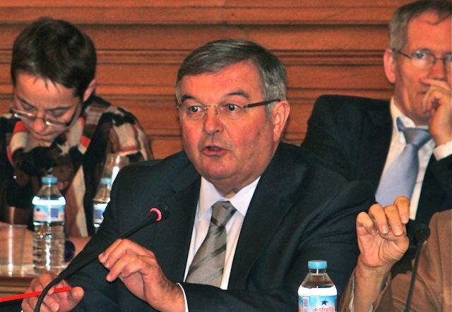 Michel Mercier, en colère, ne tranche pas la question du FN dans le Rhône