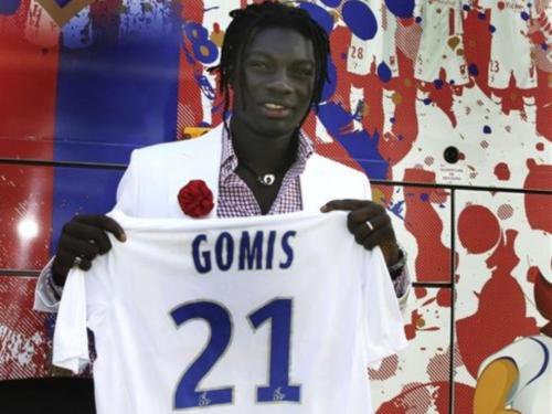 Bafé Gomis à la Fnac Bellecour pour la sortie du jeu FIFA 12