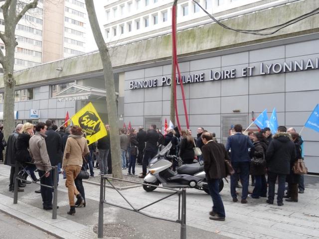 Grève à la Banque Populaire : 300 personnes manifestent à Lyon