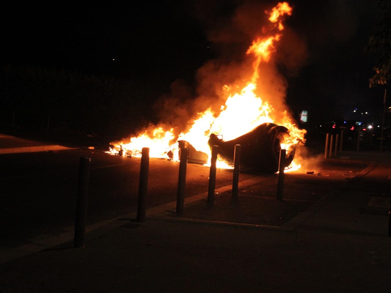 Une barricade érigée contre les secours à Vaulx cette nuit - LyonMag