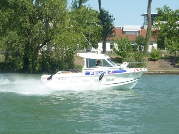Faible risque de pollution après le naufrage d'un bateau dans la Saône