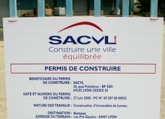 Une vingtaine de  locataires de la SACVL ont manifesté lundi après-midi