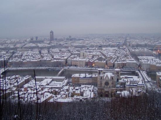 Un manteau blanc commence à recouvrir Lyon