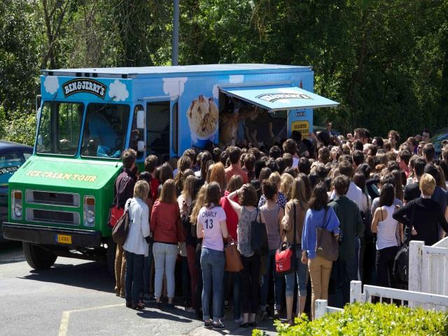 """""""Ben & Jerry's"""" distribue des glaces... contre des vêtements"""