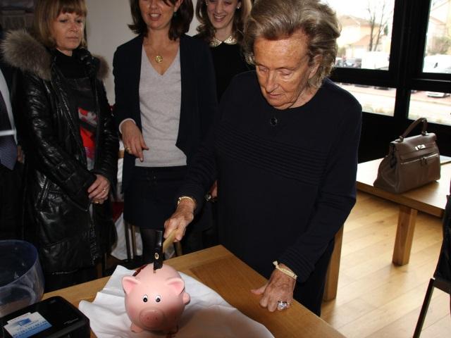 Bernadette Chirac de passage à Bron pour l'Opération Pièces Jaunes