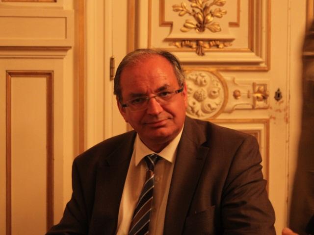 Guerre des chefs à l'UMP : Bernard Perrut fidèle à Fillon mais opposé à une scission
