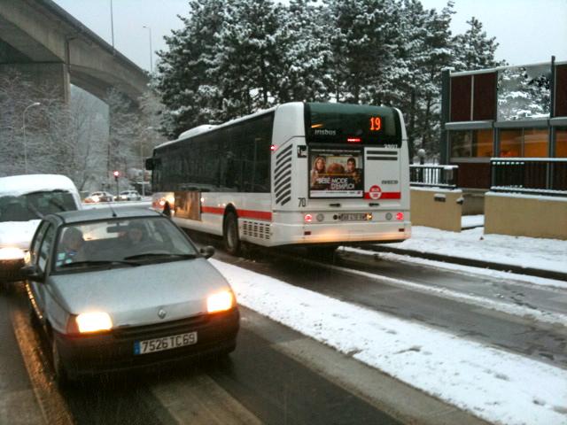 Lyon : la neige joue les Arlésiennes