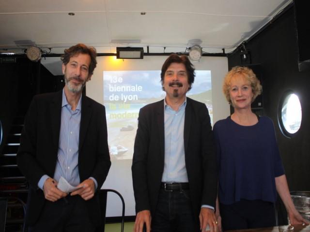 Ralph Rugof (commissaire), Thierry Raspail (directeur artistique) et Sylvie Burga (directeur générale) - LyonMag DR