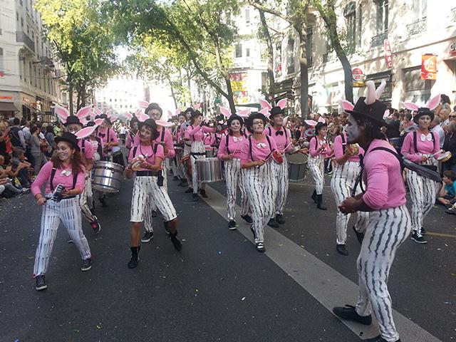 Le défilé de la Biennale de la Danse - LyonMag