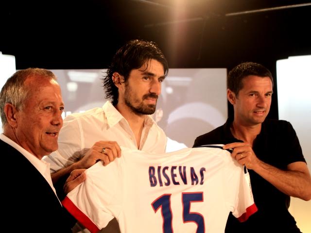 Bisevac a signé à l'OL... Cris vers la sortie