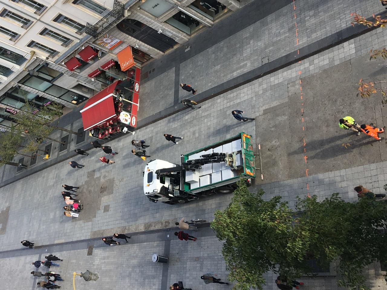 Les blocs ont été apportés ce mardi rue de la République - LyonMag