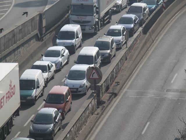 L'entrée de Lyon paralysée par les bouchons à cause d'un joint de chaussée !