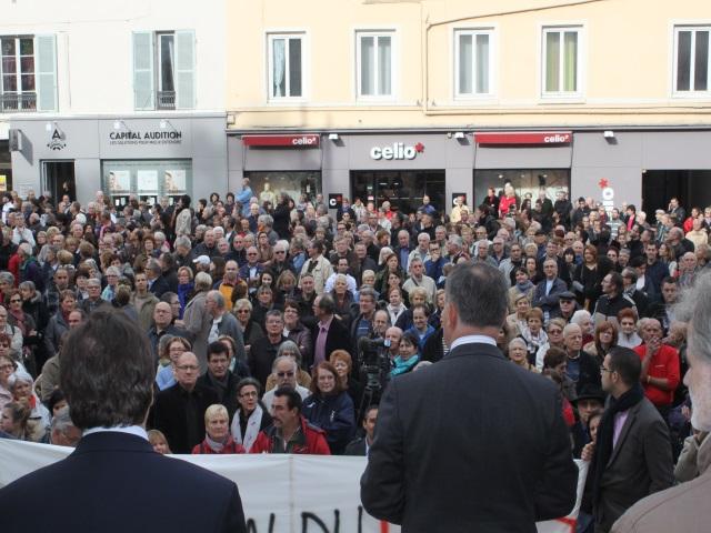 Entre 500 et 1000 personnes étaient rassemblées à Oullins - LyonMag