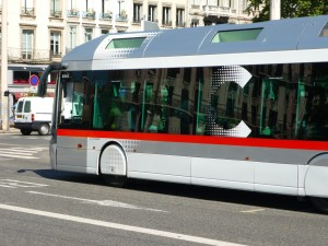 Lyon 8e : une adolescente enflamme la chevelure de la passagère d'un bus