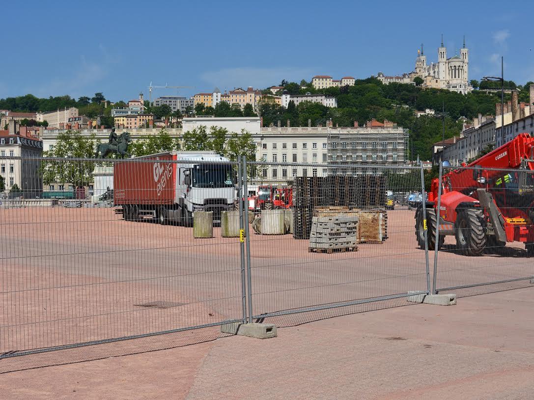 Les travaux pour la Fan Zone place Bellecour à Lyon - LyonMag