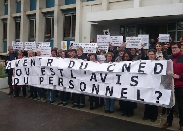 Les personnels du CNED, le centre d'enseignement national à distance ont manifesté mardi