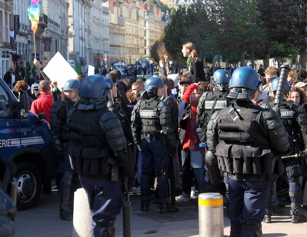 Manifestations : quand les forces de l'ordre transforment la place Bellecour en souricière
