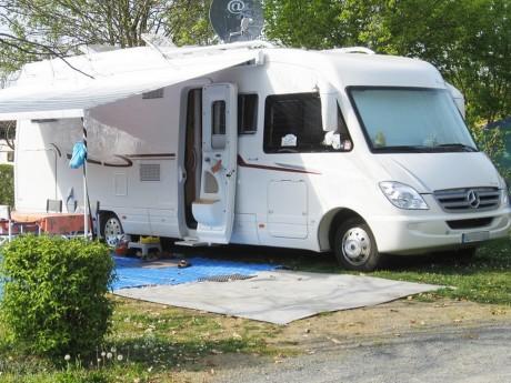 Beaujolais : il décroche un panneau avec son camping-car et blesse grièvement sa femme