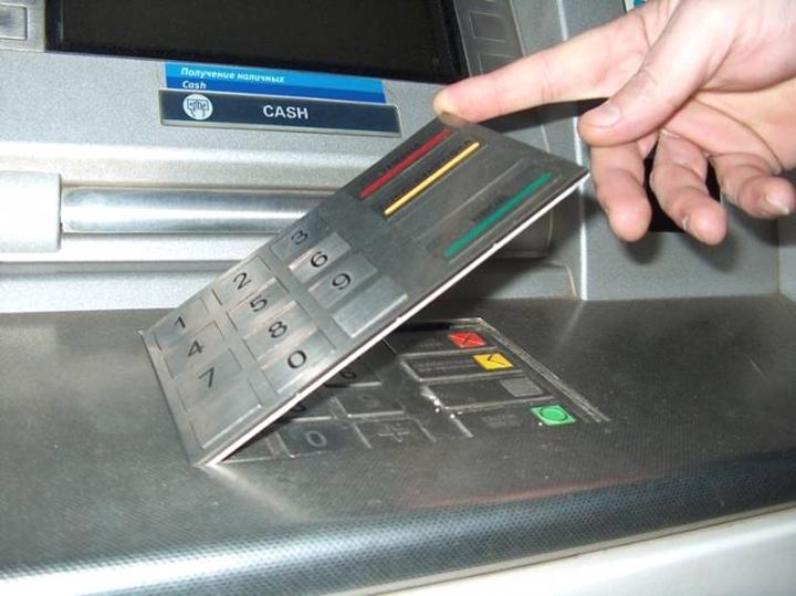 Lyon : 12 et 15 mois de prison pour avoir piégé des distributeurs de billets