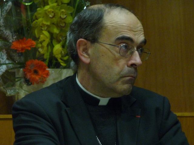 Le cardinal Barbarin annonce une rencontre honnête entre le pape et François Hollande