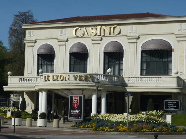 Deux personnes interpellées pour avoir braqué un joueur du casino Le Lyon Vert