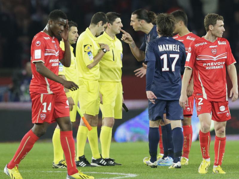 Zlatan Ibrahimovic se paye Alexandre Castro, l'arbitre lyonnais