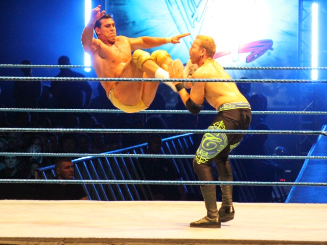 Catch : les stars de la WWE retournent la Halle Garnier à Lyon !