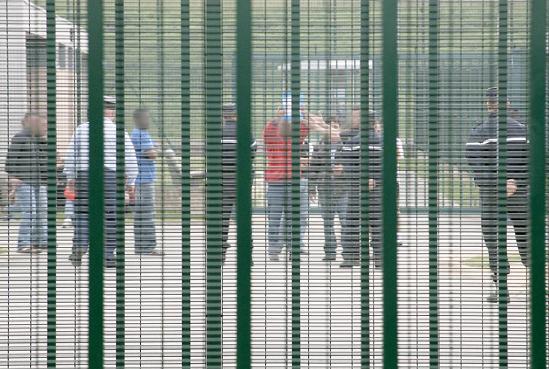 """Centre de Rétention Administrative de Lyon : """"la seule issue, c'est la mort"""""""