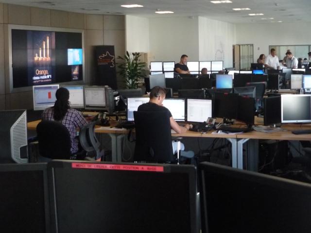 """Le centre de supervision d'Orange à Lyon, """"c'est la tour de contrôle du réseau"""""""