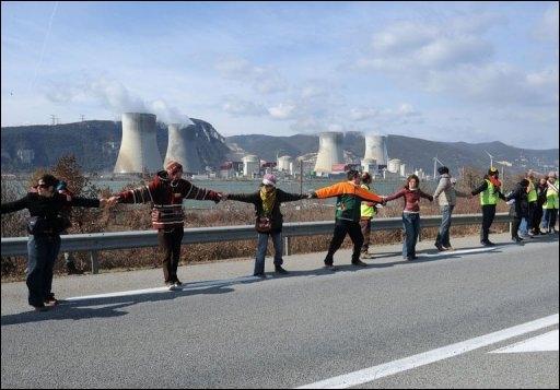 30 000 personnes pour une chaine humaine contre le nucléaire