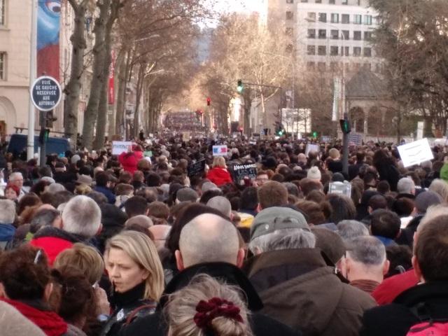 Revivez la mobilisation monstre à Lyon pour la marche républicaine !