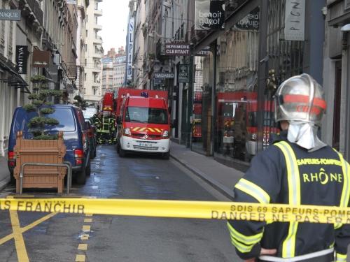 Huit pompiers du Rhône suspendus après une violente bagarre