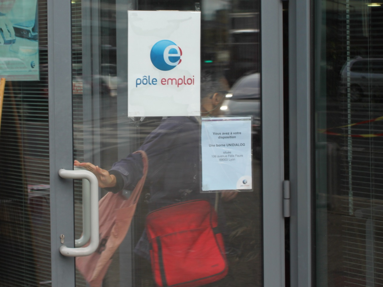 Le nombre de chômeurs repart en légère hausse en octobre — France