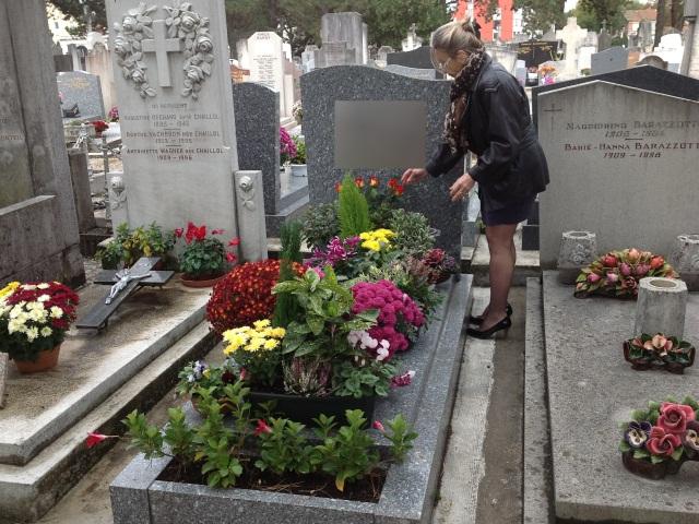 Une tombe fleurie à l'ancien cimetière de Villeurbanne - Photo LyonMag