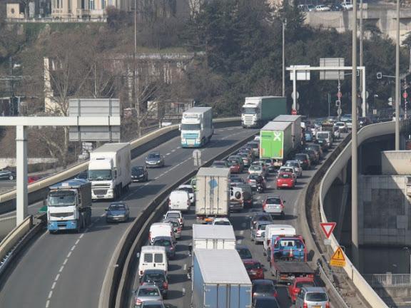 Rhône-Alpes : un samedi orange sur les routes pour les premiers départs en vacances