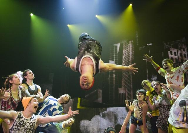 Avec ID, le cirque Eloize enflamme la Maison de la Danse