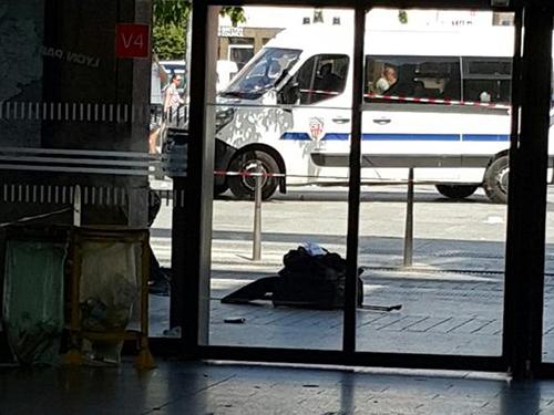 Lyon : il jette une valise et fait croire qu'elle contient une bombe