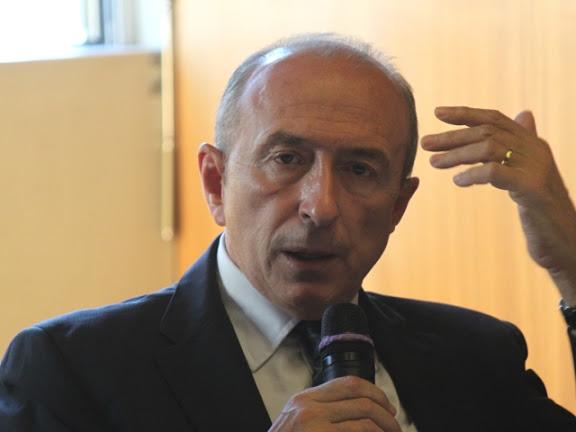 Exclusif - Gérard Collomb malmené puis exfiltré après le rassemblement pour Clément Méric