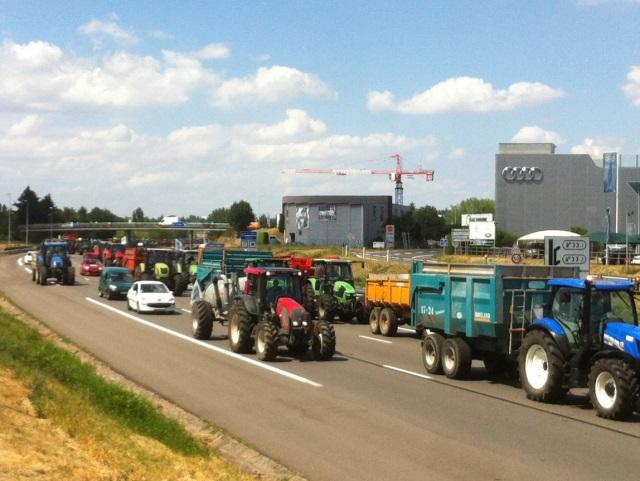 Une opération escargot organisée mercredi par les agriculteurs au sud de Lyon