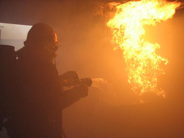 Incendie à Corbas : les pompiers resteront sur place jusqu'à lundi
