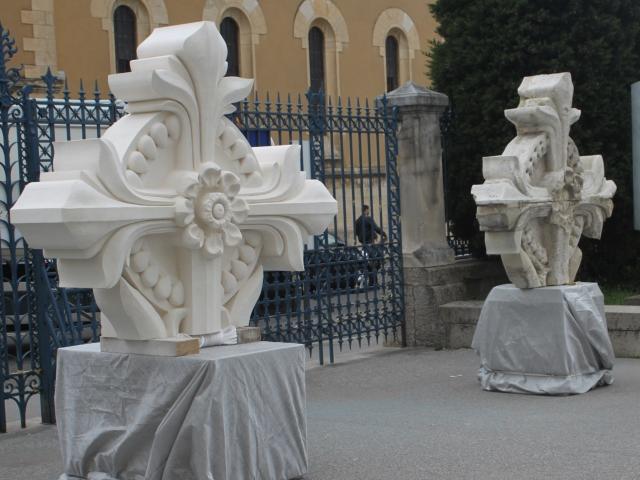 Lyon : une croix flambant neuve pour la basilique de Fourvière