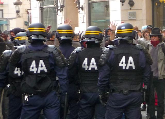 """""""Épuisés"""" par le renforcement du plan Vigipirate, les CRS de Lyon se mettent en arrêt maladie"""