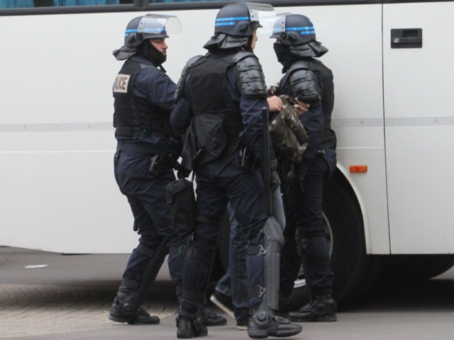Voitures brûlées : Vénissieux reste sous haute surveillance policière