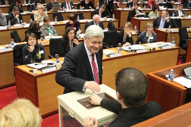 Présidentielle 2012 : Gollnisch se dit prêt à voter Sarkozy
