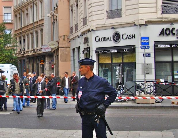 100 000 euros de butin pour le braquage-commando de la rue de la Ré'